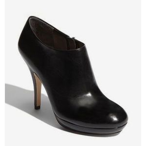 Via Spiga Black Leather Zip Ankle Booties Size 7.5